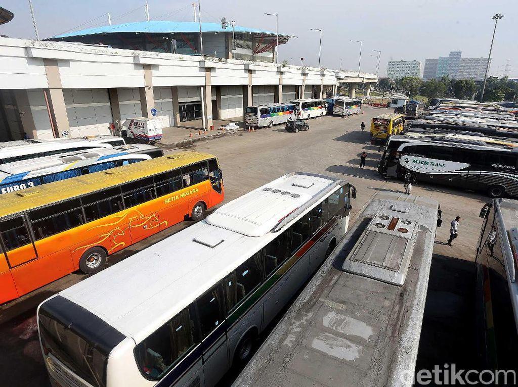Wisata Murah Naik Bus dari Terminal Pulogebang
