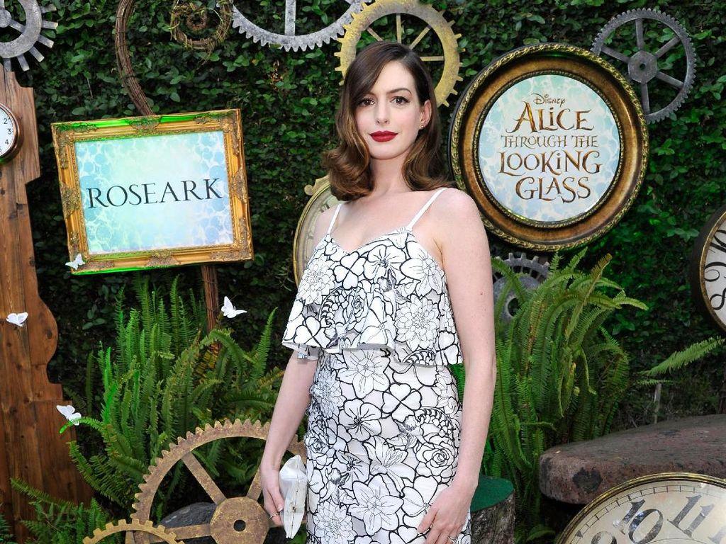 Stop Diet Vegan, Anne Hathaway Ngaku Otaknya Seperti Komputer yang On Lagi