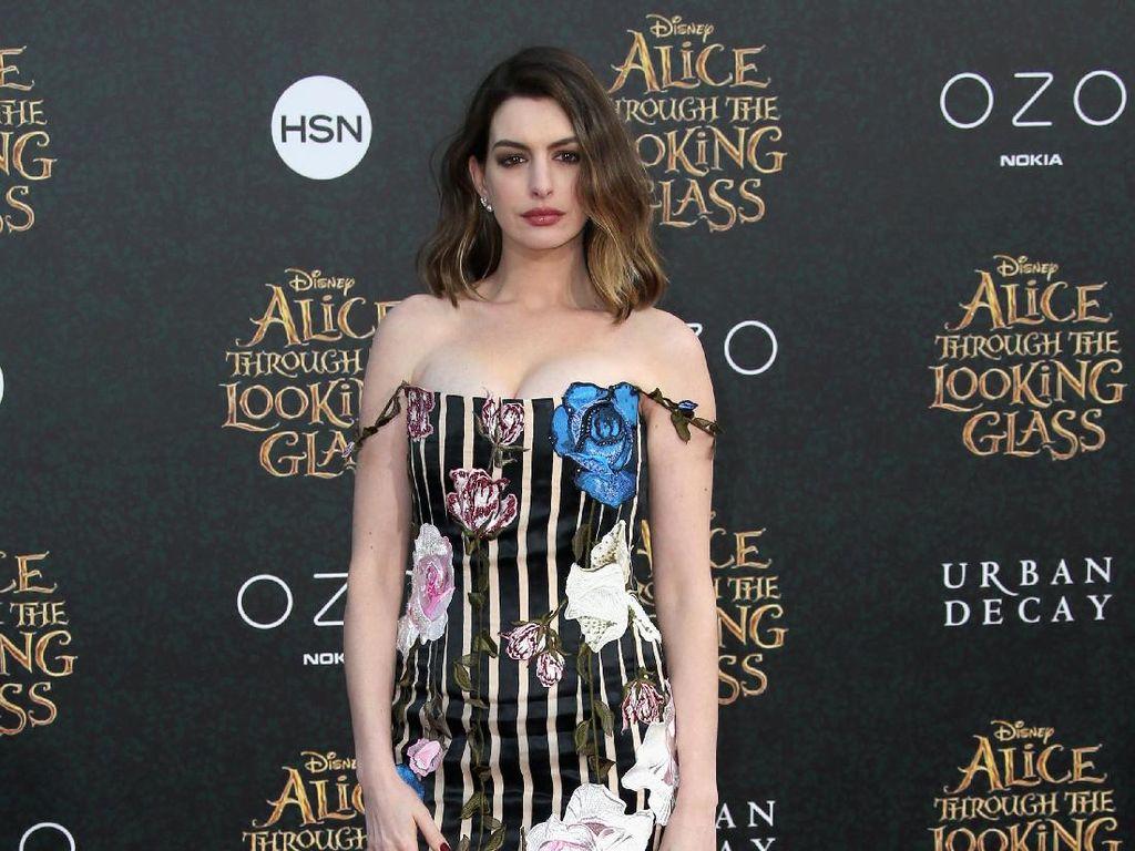 Anne Hathaway Didekati Perankan Live-Action Barbie