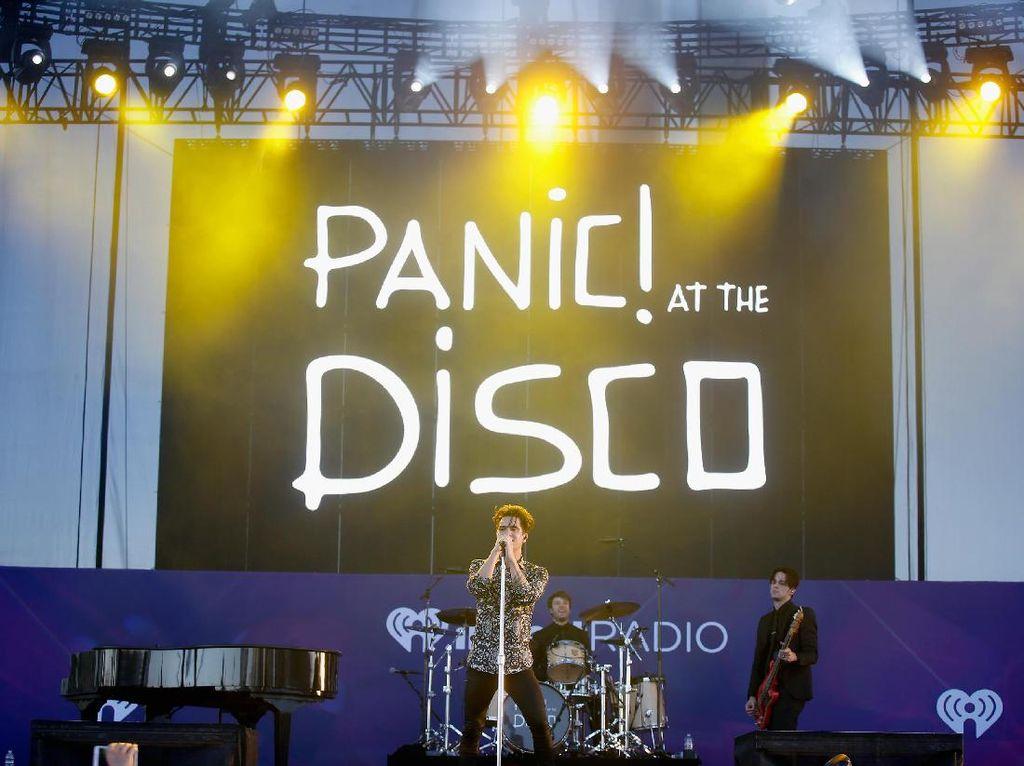 Rp 1,8 Miliar Terkumpul dari Lagu Metal Panic! At The Disco untuk Amal