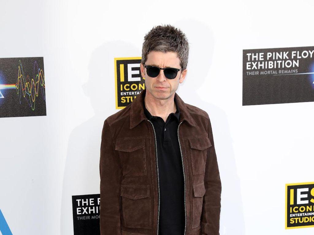 Salinan Album Noel Gallagher yang Hilang Ditemukan di Laci Kaus Kakinya