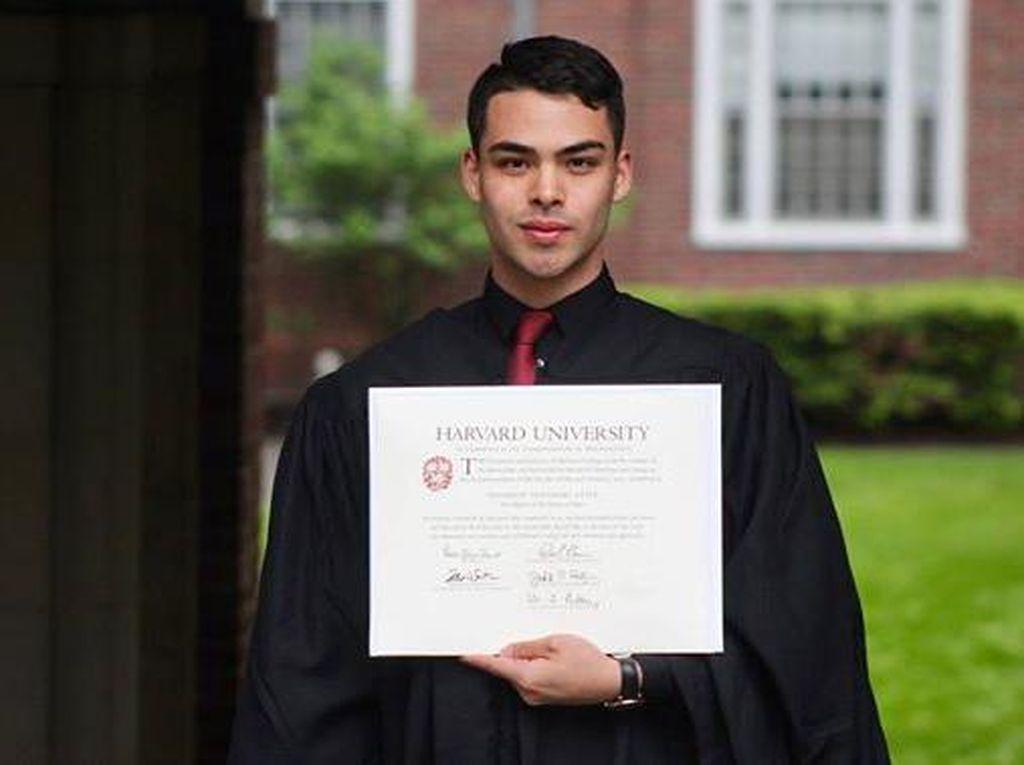 Viral, Mantan Cleaning Service Tampan yang Bisa Jadi Lulusan Harvard