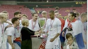 Cara FC Copenhagen Membagi Kebahagiaan dengan Suporter di Atas Kursi Roda
