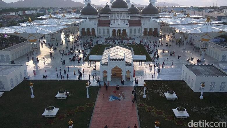 Tentang Sejarah Panjang Masjid di Serambi Mekah yang Bergaya Madinah