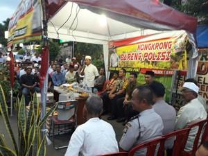 Nongkrong Bareng Polisi di Pos Pantau Saat Ramadan