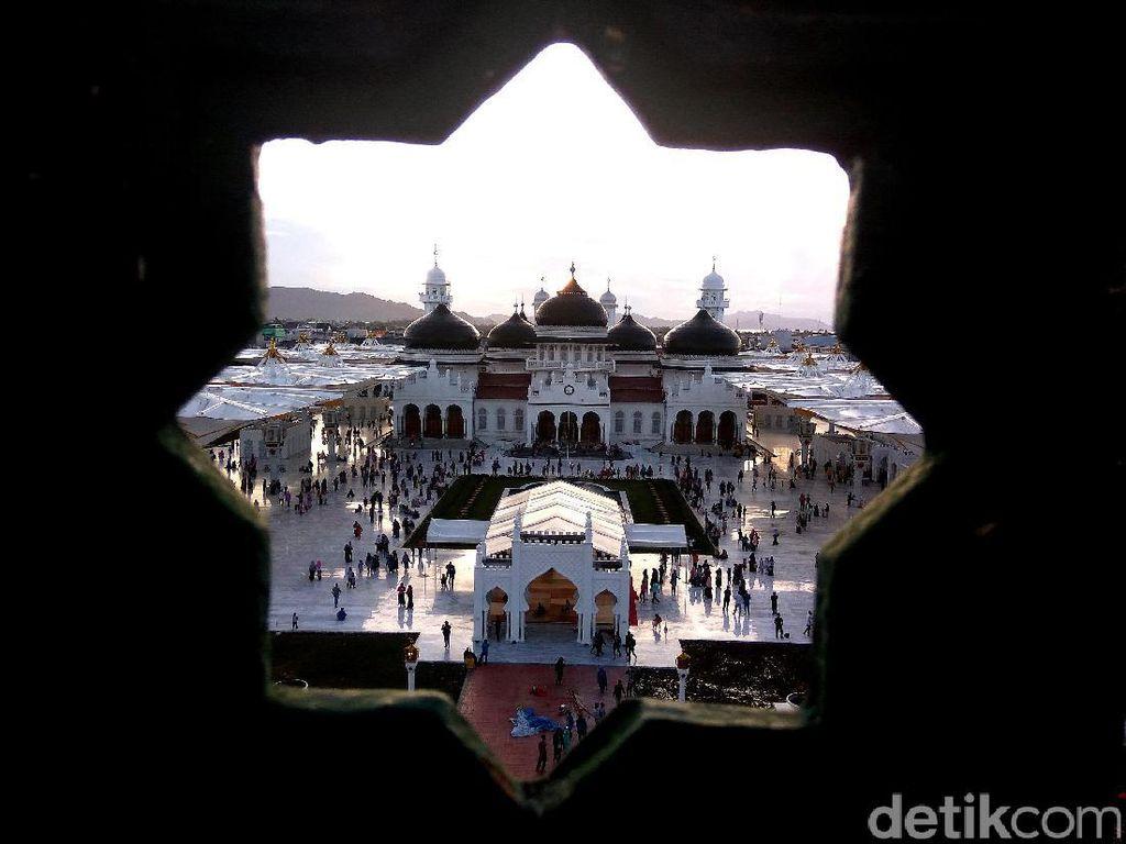 Salat di Masjid di Aceh Tetap Digelar, Jemaah Diminta Bawa Sajadah Sendiri