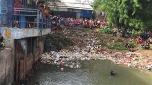 Tim SAR Cari Bocah yang Tenggelam di Sungai Cikarang