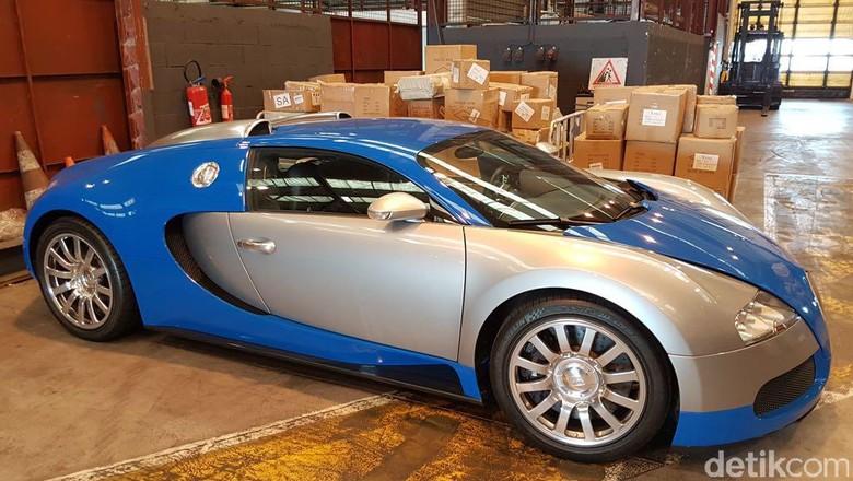 wow mobil tercepat di dunia bugatti veyron akhirnya masuk ke jakarta kaskus. Black Bedroom Furniture Sets. Home Design Ideas