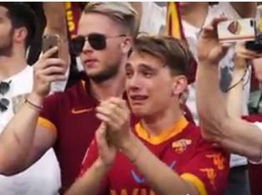 Olimpico Menangis Melepas Totti