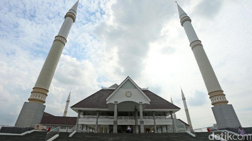 Percampuran Gaya Arsitektur di Masjid Raya KH Hasyim Asyari