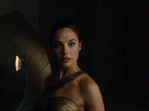 Mohon Sabar! Wonder Woman Bisa Dapat Penghasilan Setara Superman