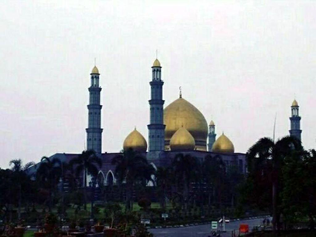 Sudut-sudut Megah Masjid Kubah Emas Depok