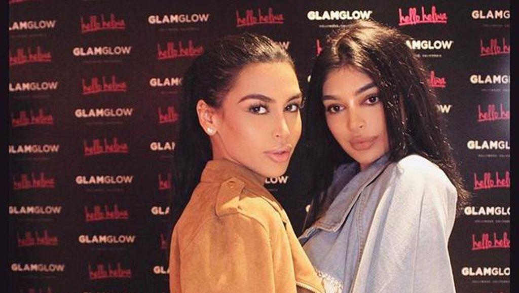 Mirip Kim Kardashian & Kylie Jenner, 2 Wanita Ini Sering Dimintai Foto Bareng