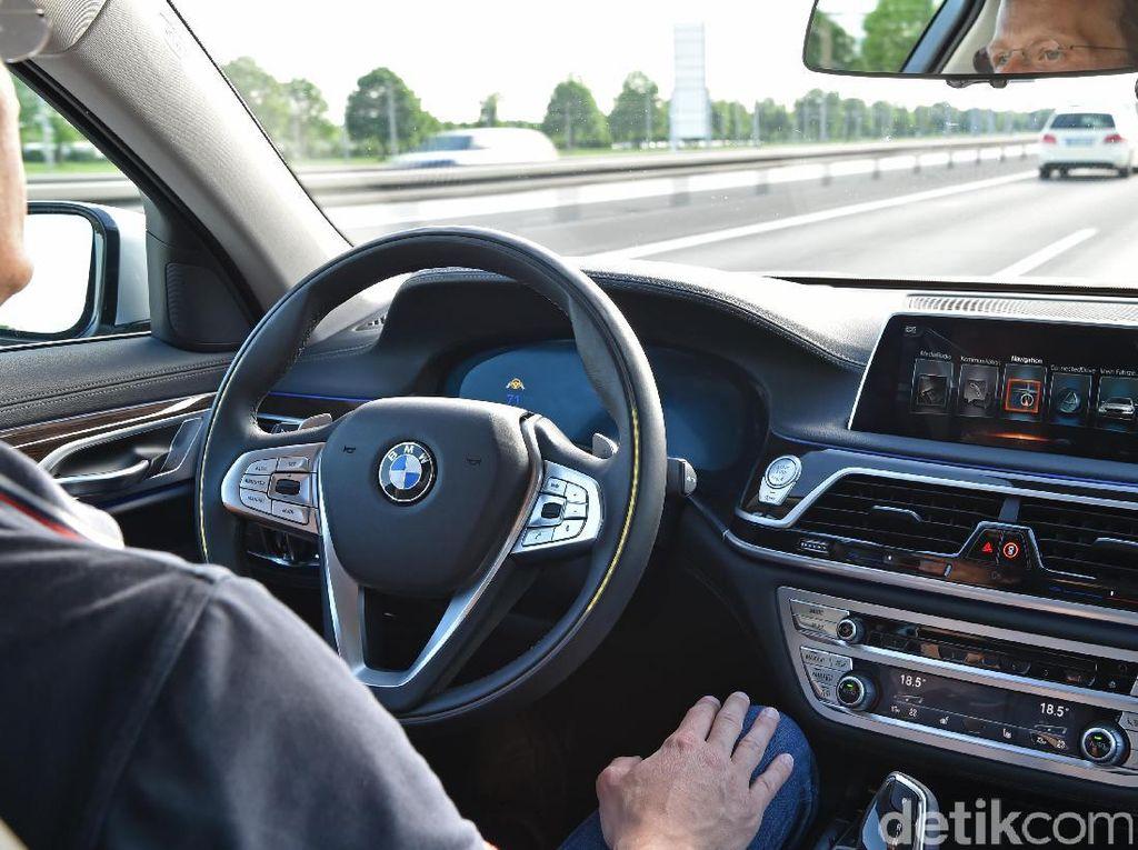 Warga di Negara Maju Tak Percaya Mobil Bisa Nyetir Sendiri
