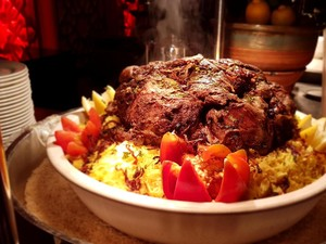 Nikmatnya Berbuka Puasa dengan <i>Lamb Shuwa</i> dan <i>Lokma</i> di Baharat