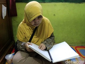 Penyandang Tunanetra Antusias Belajar Alquran Braille