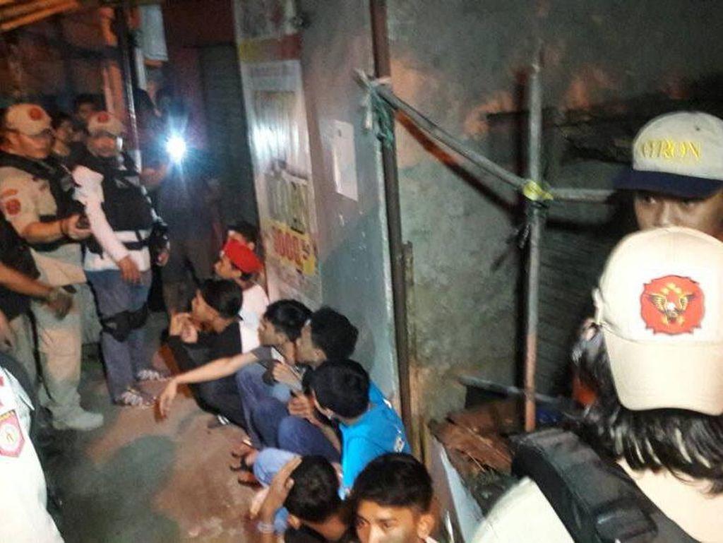 Patroli Awal Tahun di Jaktim, Tim Rajawali Sita Sabu hingga Sajam