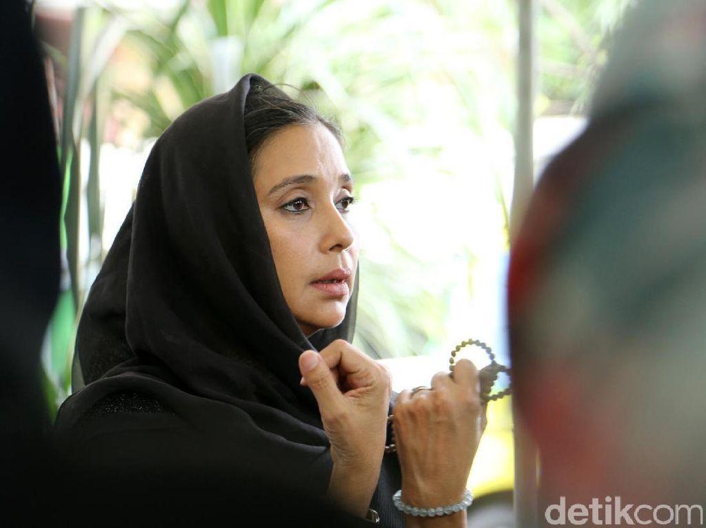 Ayu Azhari Beri Dukungan ke Wartawati, Ingin Perempuan Indonesia Lebih Mandiri