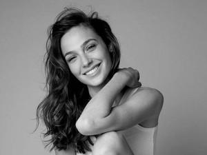 Foto: Kecantikan Alami Gal Gadot Si Wonder Woman Meski Tanpa Makeup