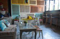 Interior tempat makan di lantai 2