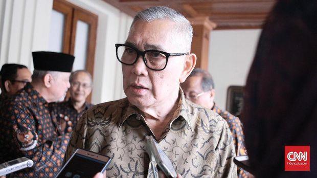 Mantan Wakil Presiden Indonesia Try Sutrisno menganggap tindakan persekusi oleh ormas-ormas tak seharusnya dilakukan, Jumat (2/6).