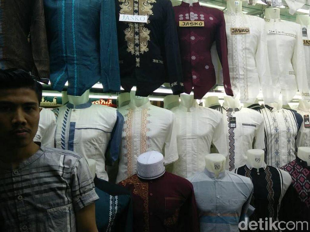 Jualan Baju Koko, Pedagang Tanah Abang Raup Omzet Rp 50 Juta/Hari