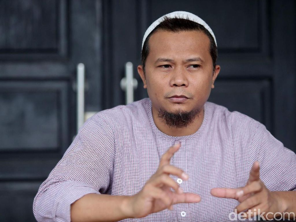 Reza eks NOAH Selalu Tonton Aksi Ariel Cs Sendiri