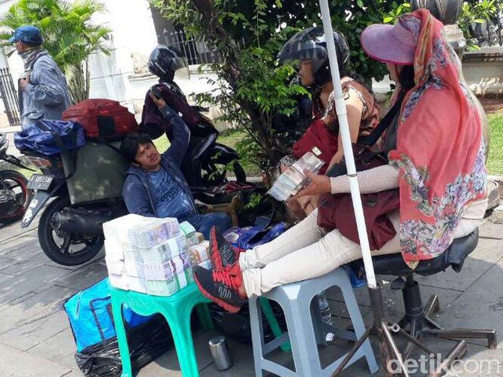 Sejarah Inang-inang, Penjual Duit Receh yang Laris Jelang Lebaran