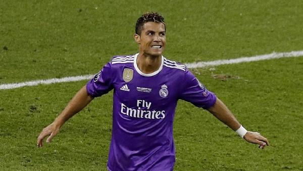 Reuni Singkat nan Manis Ronaldo-<i>Sir</i> Alex di Cardiff