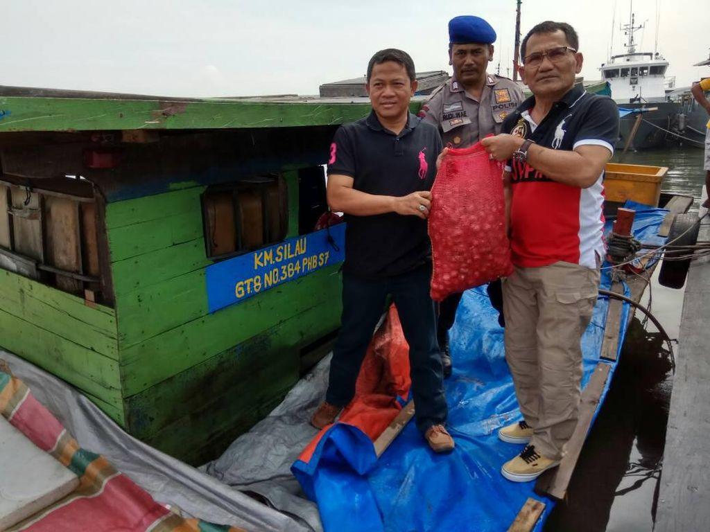 Kapal Penyelundup 19 Ton Bawang Merah Diamankan di Perairan Sumut