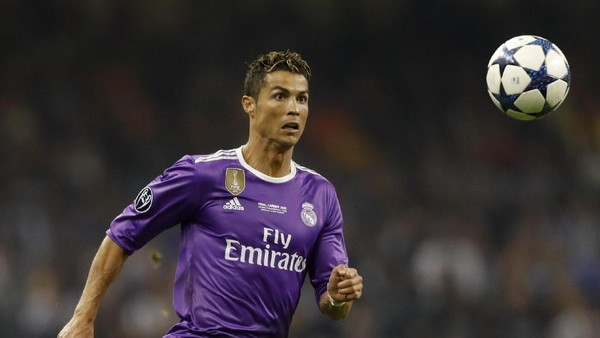 Bikin 12 Gol, Ronaldo Kembali Rebut Sepatu Emas Liga Champions