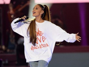 Ariana Grande Lukis Tato Lebah untuk Kenang Korban Ledakan Manchester
