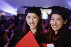 Viral, Kisah Kembar Cantik Lulus dari Harvard