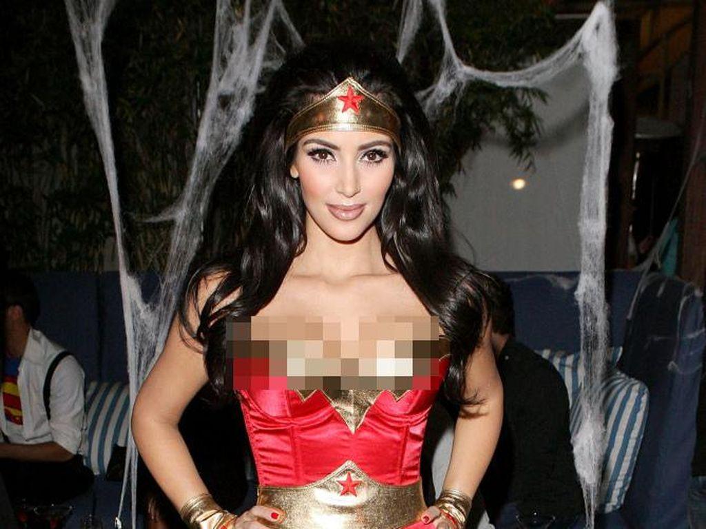 Foto: 7 Seleb yang Pernah Tampil Seksi Pakai Kostum Wonder Woman