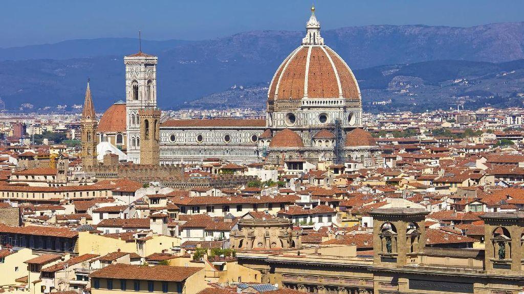 Makan Sembarangan di Jalanan Florence, Turis Bisa Didenda Rp 8,7 Juta