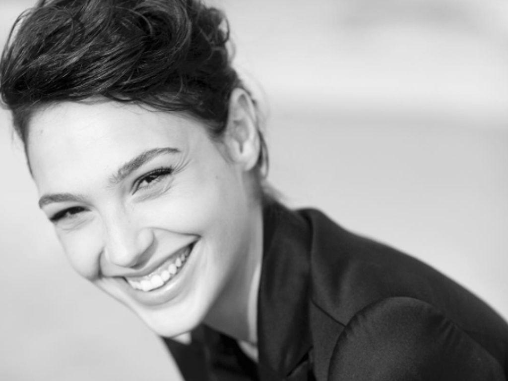 Senyum Merekah Gal Gadot Membius Fans di Instagram