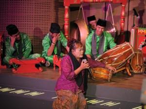 Kelompok Sinar Noray Sukses Pentaskan Siapa Suruh Datang Jakarta?