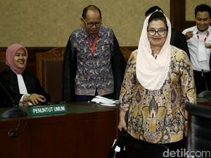 Siti Fadilah Mengaku Tak Tahu Aliran Dana Alkes ke Amien Rais