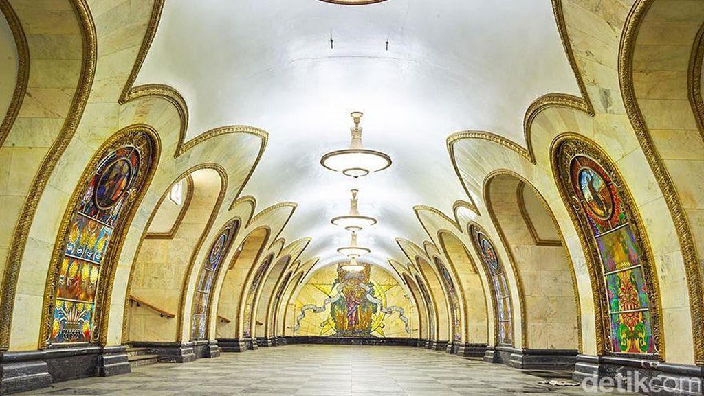 Cantiknya Stasiun Kereta Bawah Tanah Rusia
