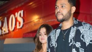 <i>Unch</i>! The Weeknd Peluk Mesra Selena Gomez saat Main Game
