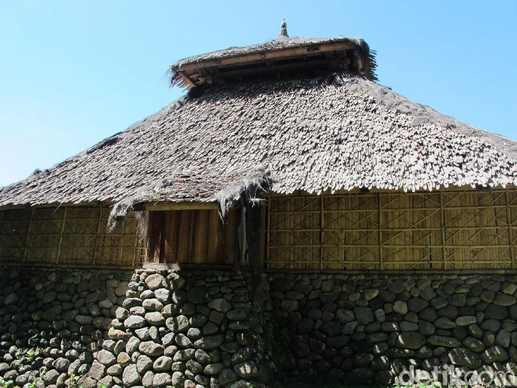 Masjid Tertua di Lombok, Tak Sembarang Orang Bisa Masuk