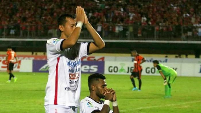 Perayaan gol pemain Bali United yang menjadi viral. (Foto: Facebook Bali United/Miftahuddinhalim)