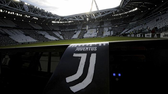 The new logo of Juventus football club is pictured on a flyer before the Italian Serie A football match Juventus vs Lazio on January 22, 2017 at the Juventus Stadium in Turin.  / AFP PHOTO / MARCO BERTORELLO