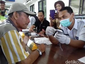 Pengemudi Bus Jalani Cek Kesehatan di Terminal Tirtonadi Solo