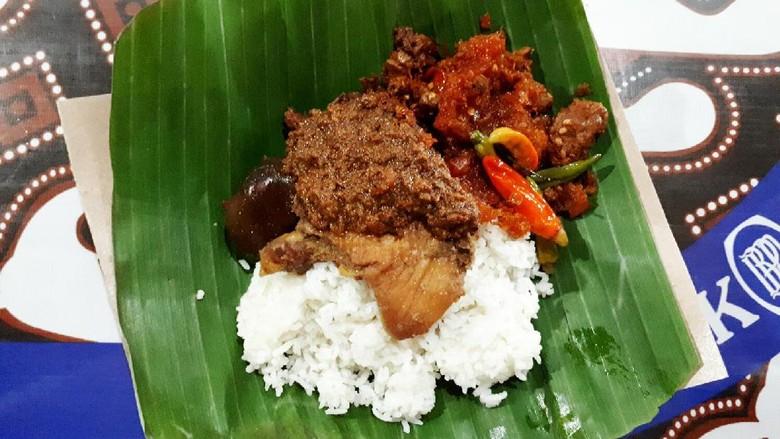 Foto: Gudeg Yu Djum yang legendaris di tempat Yogyakarta (Kurnia/detikTravel)