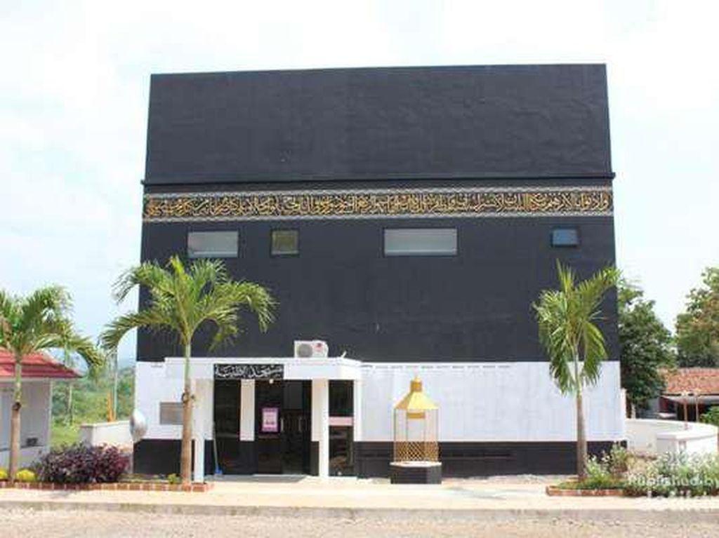 Empat Masjid Berbentuk Kabah di Indonesia