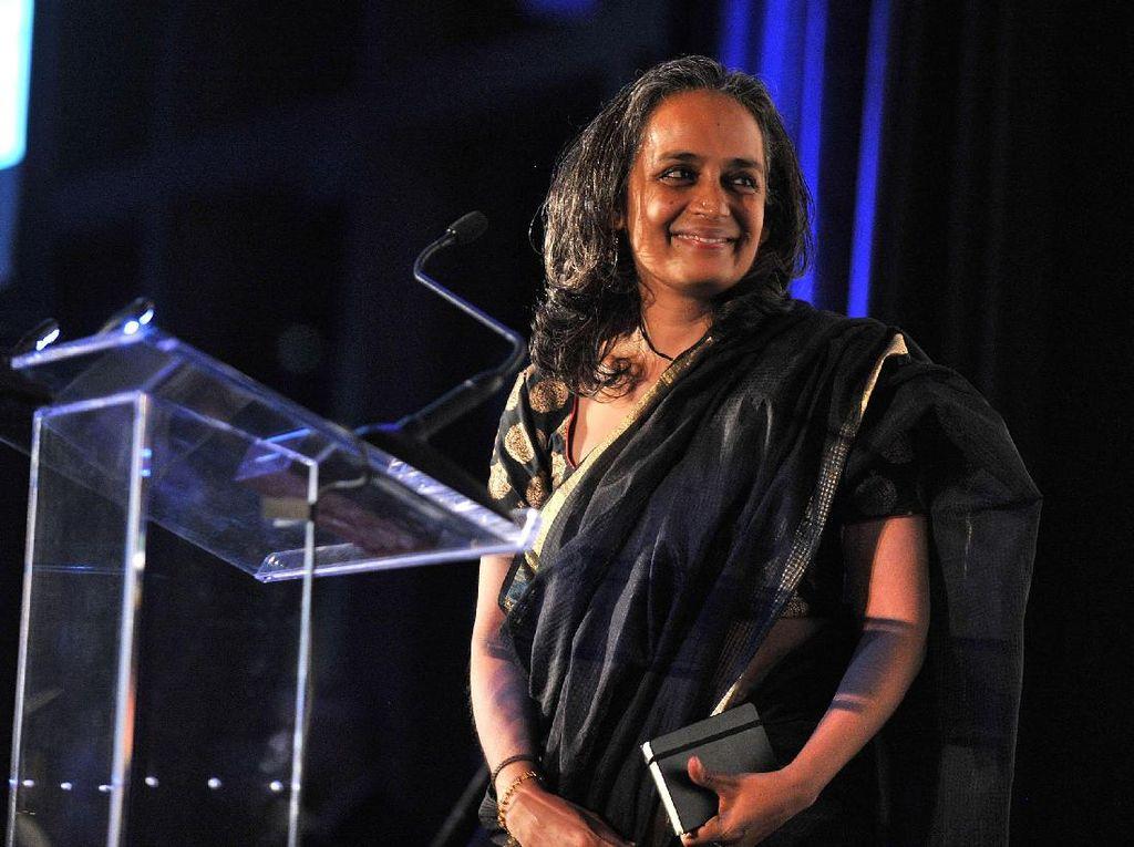 Mengapa Arundhati Roy Butuh Waktu Menulis Novel Selama 20 Tahun?