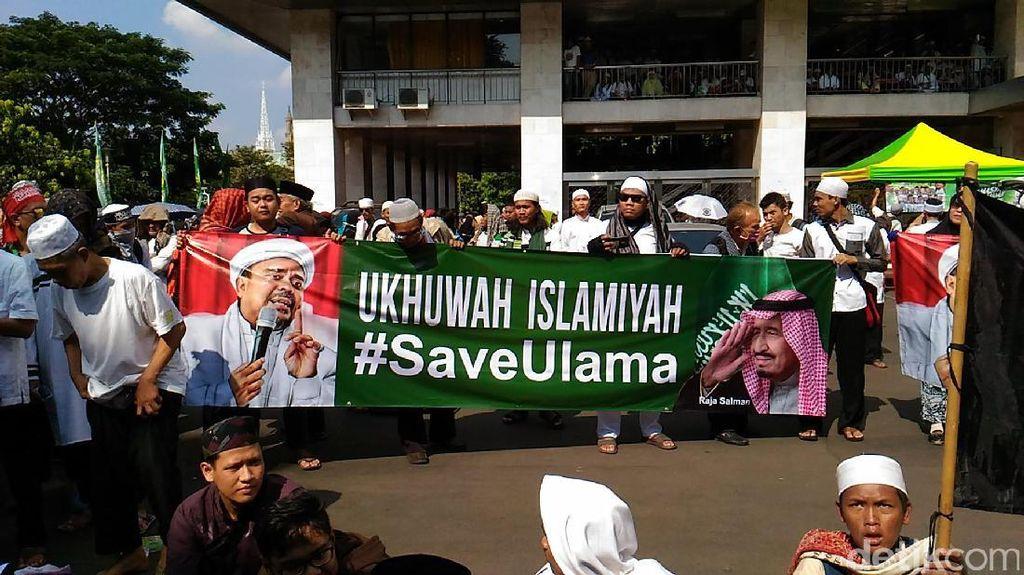 Foto: Massa Bela Ulama 96 Tak Boleh Aksi di Dalam Istiqlal
