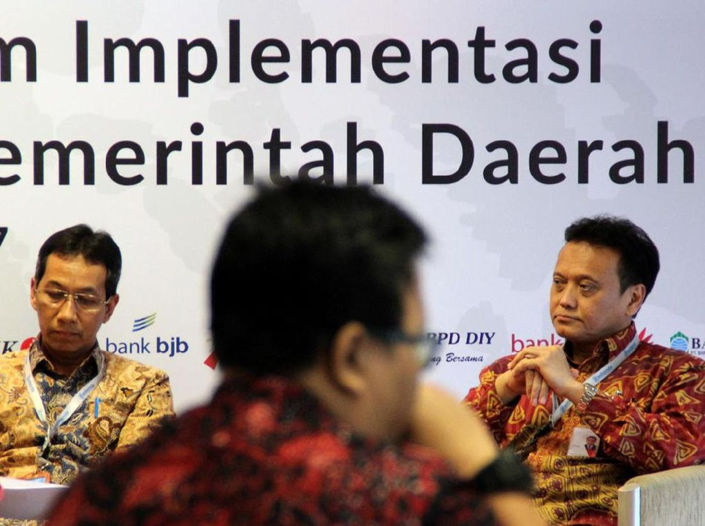 Desentralisasi dan Ketergantungan Fiskal Daerah