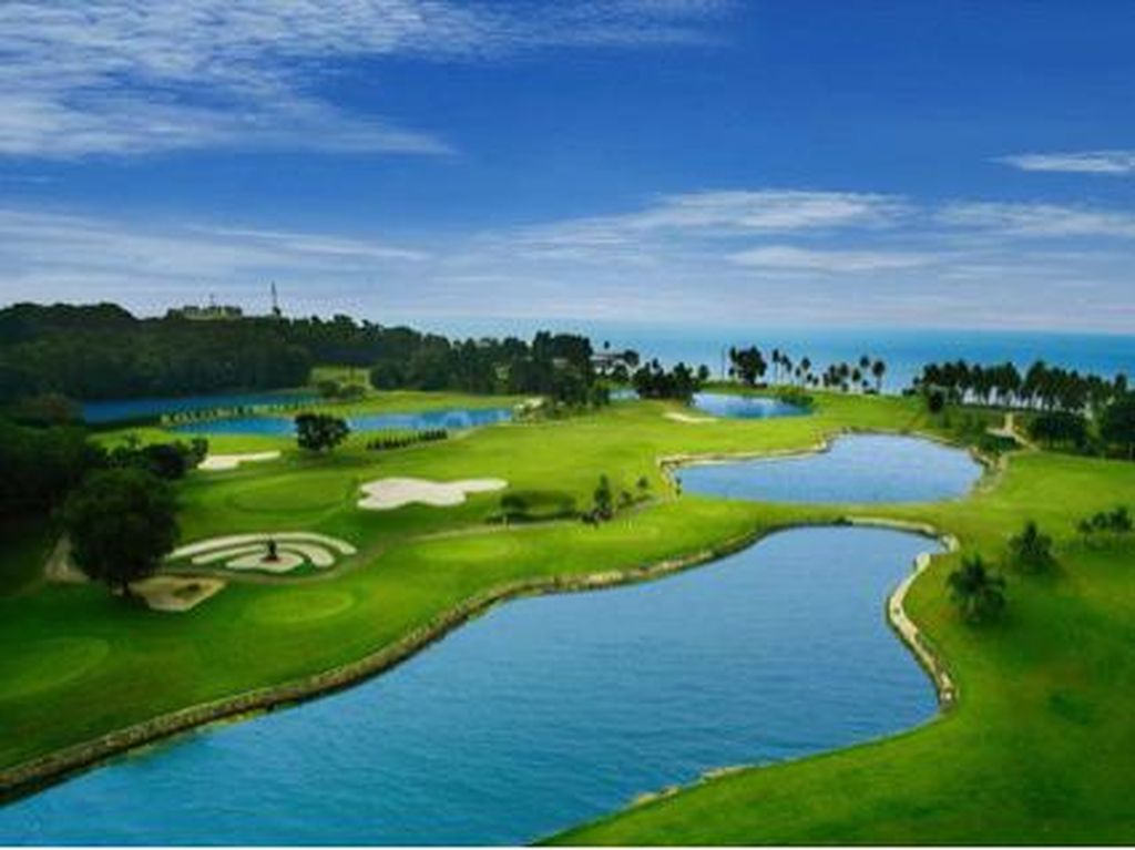 Pilot dan Cabin Crew SQ Rasakan Sensasi Bermain Golf di Batam